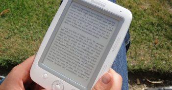Biały czytnik ebook'ów